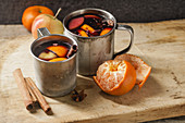 Mulled wine with apple, orange, cardamom, cinnamon, anise and honey