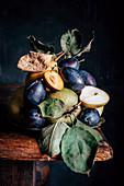 Stillleben mit Äpfeln, Birnen und Pflaumen