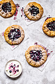 Shortcrust pastry cakes with blueberries, black grapes and butter cream
