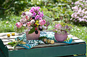 Sträuße aus Rosen, Flammenblume, Sterndolde, Fenchel und Brombeeren