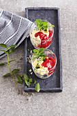 Joghurt-Hirse-Dessert mit Himbeeren