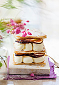 Napoleon slices with puff pastry, buttercream and figs