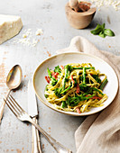 Tagliatelle with broccoli and ham