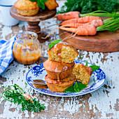 Kleine Karottenküchlein mit Salzkaramell