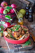 Schweinebraten mit Äpfeln, Birnen, Honig und Thymian