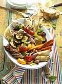 Grillgemüse mit Pinienkernen und Brot