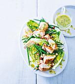 Salatherzen mit Hühnerbrust, Bohnen, Nüssen und Estragonvinaigrette