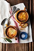 Französische Zwiebelsuppe mit Gruyere Croutons