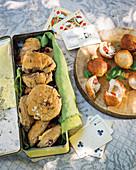 Cranberry-Walnuss-Scones und frittierte Caprese-Hefebällchen