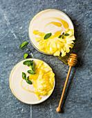 Joghurt-Pannacotta mit Ananas