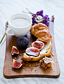Croissant with fig and honey