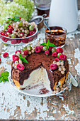 Chocolate quark cake with berries