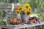 Gelb - violetter Strauß aus Sonnenblumen, Phlox und Fenchel