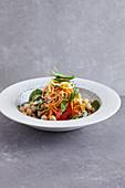 Gemüsespirelli mit Tahinsauce (Low Carb)