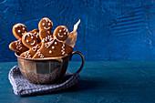 Gingerbread men in a cup
