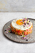 Salmon tartare with radishes and a fried egg (low carb)