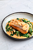 Salmon with ras el hanout foam and spinach (low carb)