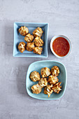 Vegetarian wontons with a vegetable filling and chilli sauce (Asia)