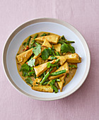 Yellow curry with tofu and green beans