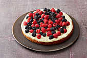 Berry oil-sponge cake with vanilla cream