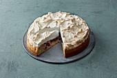 Oil-sponge redcurrant meringue cake