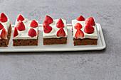 Nougat and strawberry oil-sponge cake
