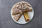 Poppyseed and carrot oil-sponge cake