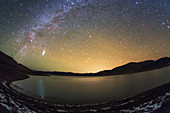 Taurid meteor over Yamdrok Lake