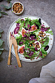 Mixed salad leaves with figs and goat's cheese
