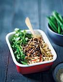 Asiatische Hackfleisch-Nudel Bowl