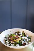 Birnensalat mit Rucola, Blauschimmelkäse, kandierten Pekannüssen und Balsamico