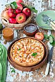 Apfelkuchen mit Sauerrahmfüllung