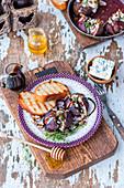 Gebackene Feigen mit Blauschimmelkäse, Walnüssen, Honig und Thymian