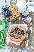 Pie with grapes and thyme