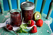 Strawberry jam with kiwi and mint
