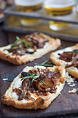 Mini mushroom tarts with goat's cheese and caramelised red onions