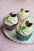 Schokoladencupcakes mit After-Eight-Cremehaube