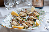 Gratinated mussels with lemons