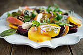 Rote-Bete-Salat mit Blauschimmelkäse, Trüffeln und Walnüssen