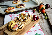 Mini pizzas with fruit and cheese