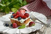 Bruschetta with berries