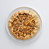 Egg-free pear tart with hazelnuts