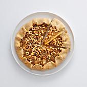 Egg-free pear tart with hazelnuts