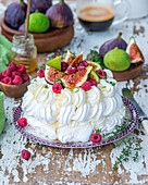 Pavlova with figs and raspberries