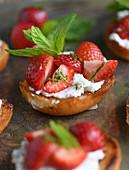Bruschetta with strawberries and mint