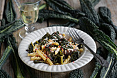 Pasta with black kale, caramelised red onions and goat's cheese