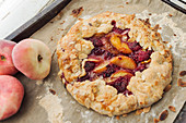Galette with raspberries, peaches and flaked almonds