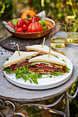 Roast beef tramezzini with zucchini and tomato-rocket cream cheese