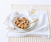 Cappellacci vernantini (Nudeltäschchen mit Kastanienmehl und Kartoffel-Salsiccia-Füllung, Italien)