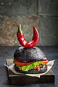 Purgatory Burger mit Chilischote in Form von Hörnern